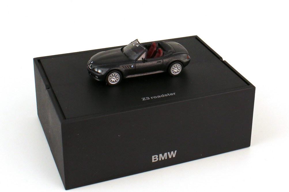 Foto 1:87 BMW Z3 1.8 facelift cosmosschwarz-met. - Werbemodell - herpa 80419411718