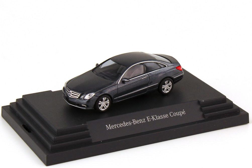 Foto 1:87 Mercedes-Benz E-Klasse Coupé C207 tenoritgrau-met. - Werbemodell - Busch B66962413