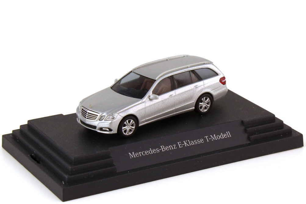 Foto 1:87 Mercedes-Benz E-Klasse T-Modell S212 Avantgarde iridiumsilber-met. - Werbemodell - Busch B66962441