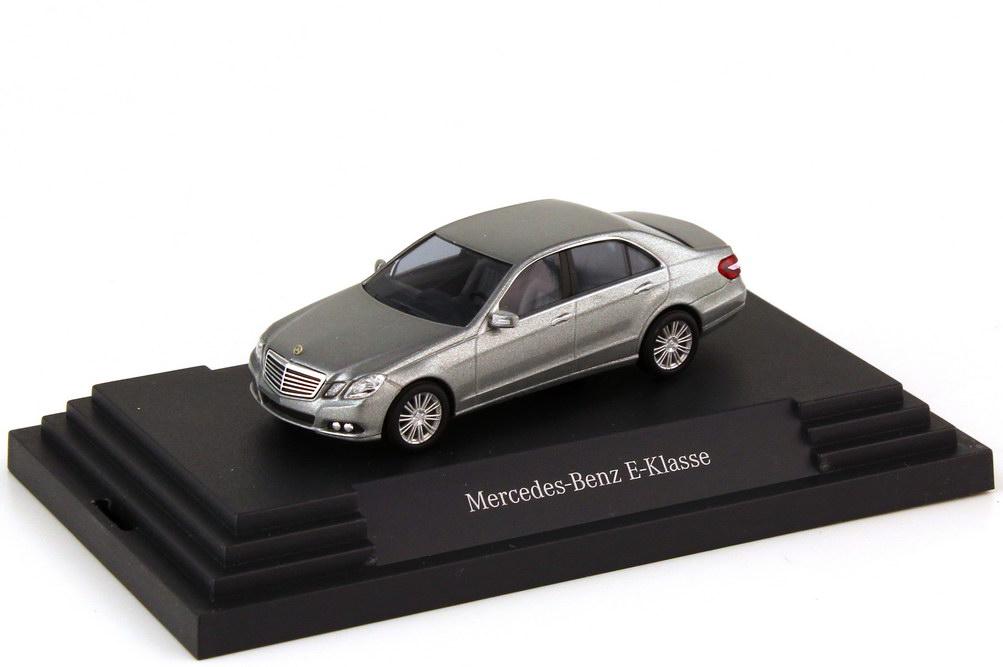 Foto 1:87 Mercedes-Benz E-Klasse W212 Elegance palladiumsilber-met. - Werbemodell - Busch B66960204