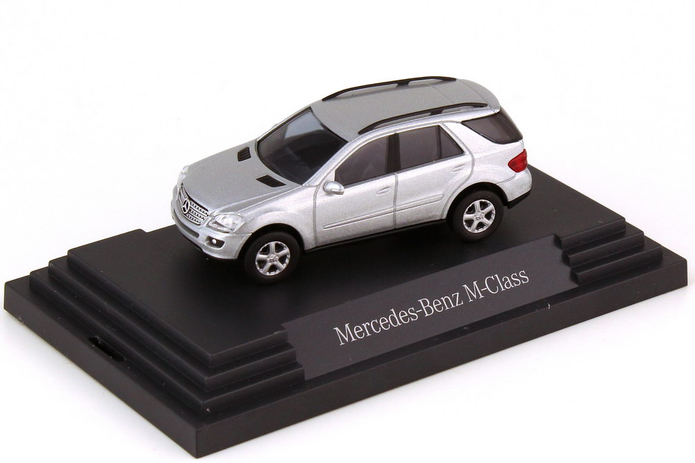Foto 1:87 Mercedes-Benz M-Klasse W164 iridiumsilber-met. - Werbemodell - Busch B66961366