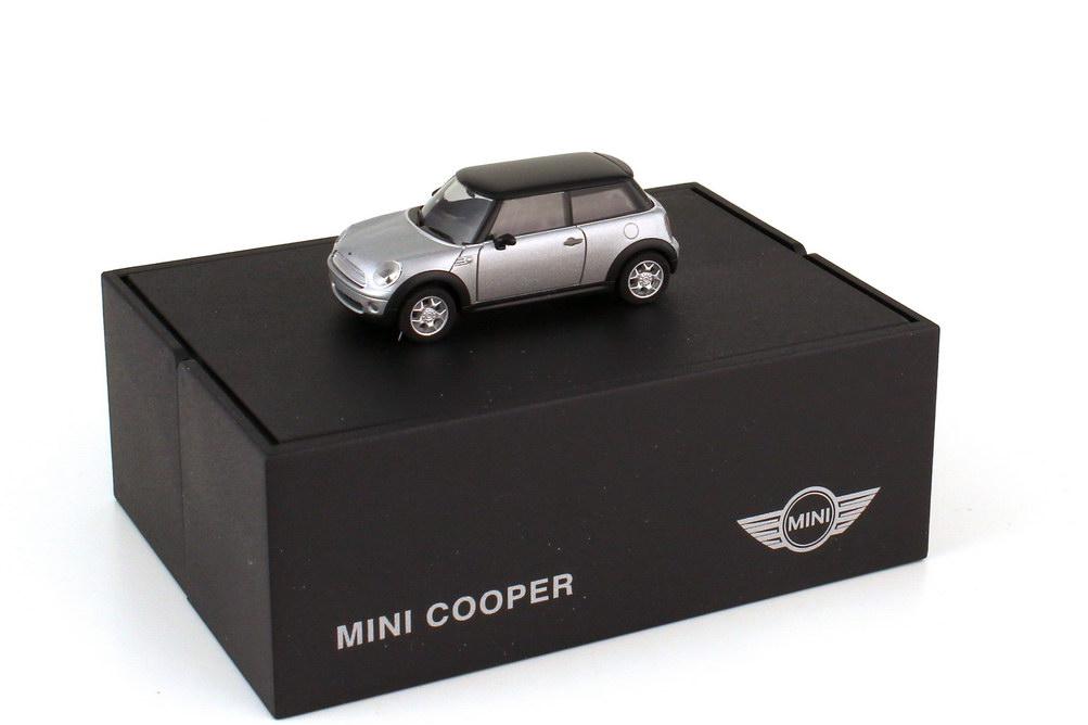 Foto 1:87 Mini Cooper R56 puresilver-met. Dach schwarz - Werbemodell - herpa 80410410390