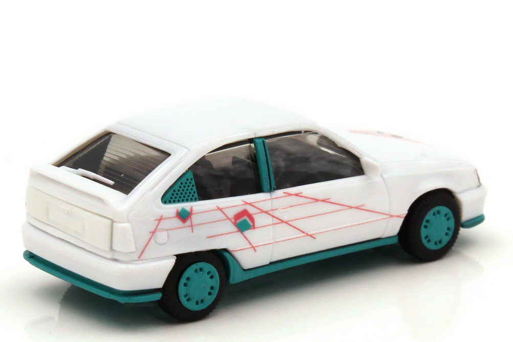 Foto 1:87 Opel Kadett E GSi weiß mit Grafik-Design Felgen türkis - de Kleine - herpa