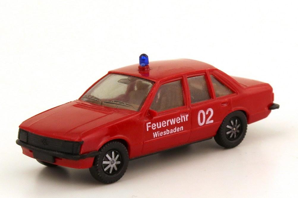 Foto 1:87 Opel Rekord E Feuerwehr Wiesbaden 02 - herpa 40531