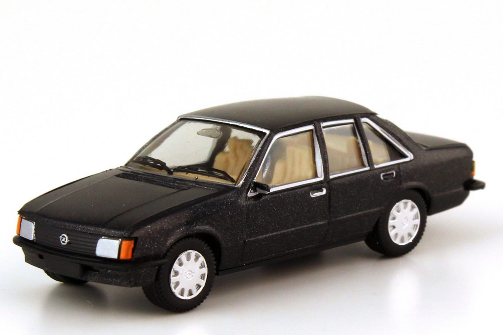 Foto 1:87 Opel Rekord E Berlina 2.0E schwarz-met. - Serie 70 - herpa 100724
