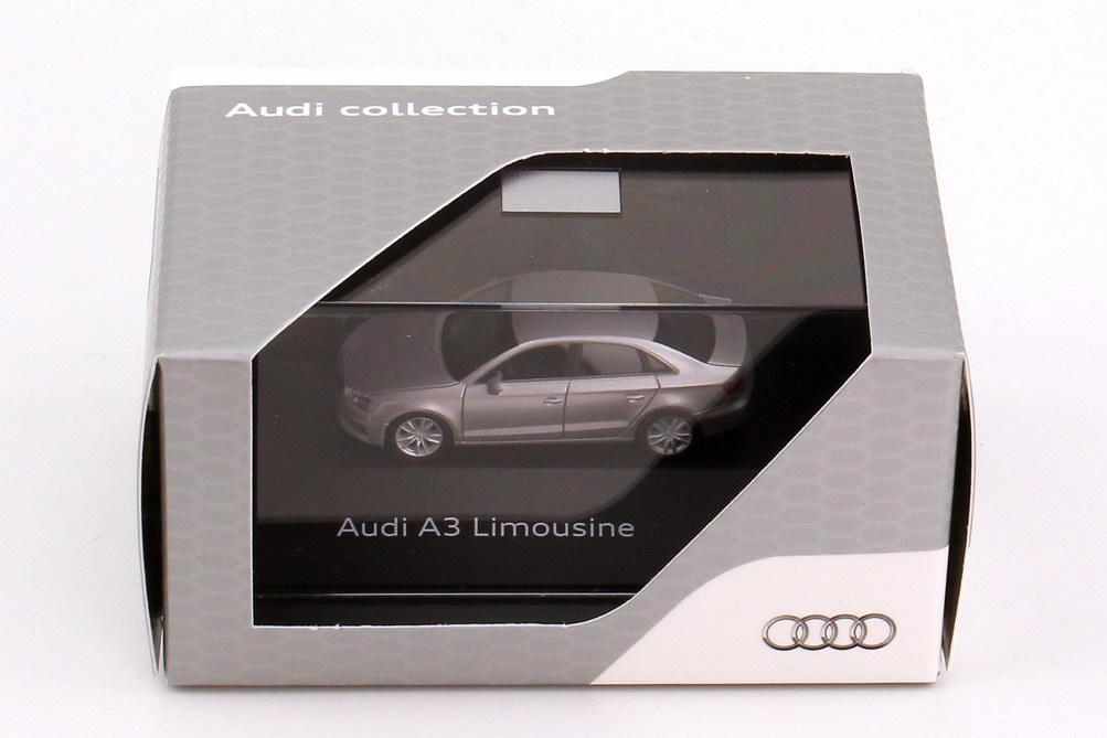 Foto 1:87 Audi A3 Limousine (8V) 2013 lotus-grau-met. Werbemodell herpa 5011303122