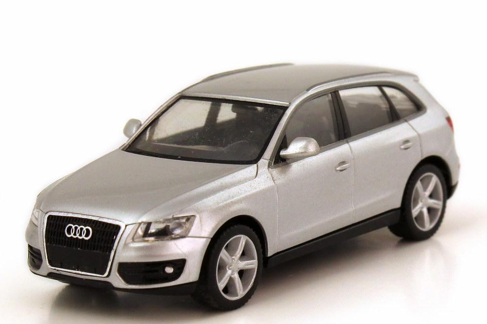 Foto 1:87 Audi Q5 eissilber-met. herpa 501.08.056.12