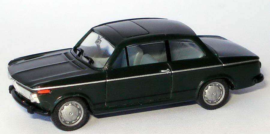 Foto 1:87 BMW 1602 dunkelgrün herpa 022309