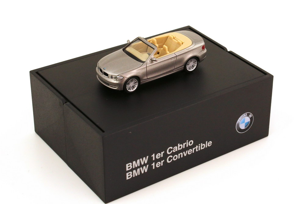 Foto 1:87 BMW 1er Cabrio (E88) cashmeresilber-met. Werbemodell herpa 80410427039