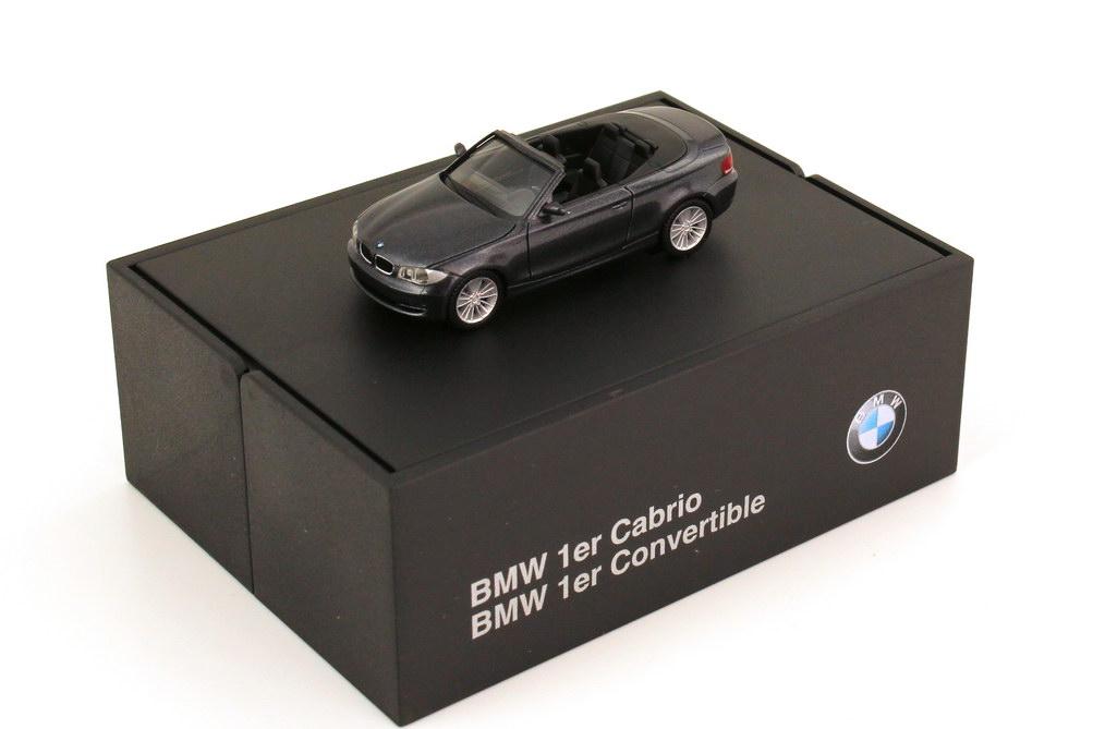 Foto 1:87 BMW 1er Cabrio (E88) sparklinggraphite-met. Werbemodell herpa 80410427041