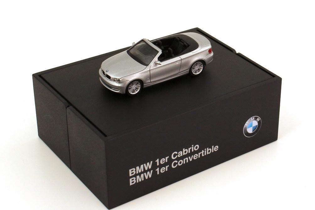 Foto 1:87 BMW 1er Cabrio (E88) titansilber-met. Werbemodell herpa 80410427040