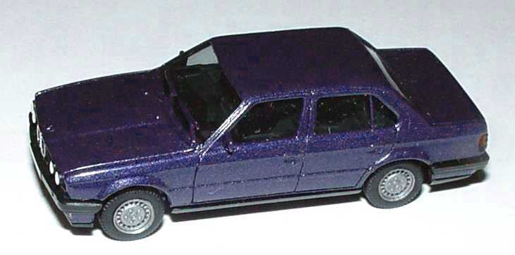 Foto 1:87 BMW 325i 4türig (E30) violettblau-met. herpa 3078