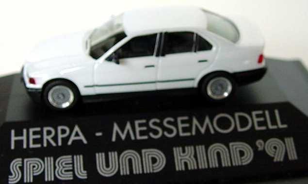 Foto 1:87 BMW 325i (E36) weiß Spiel und Kind ´91 herpa