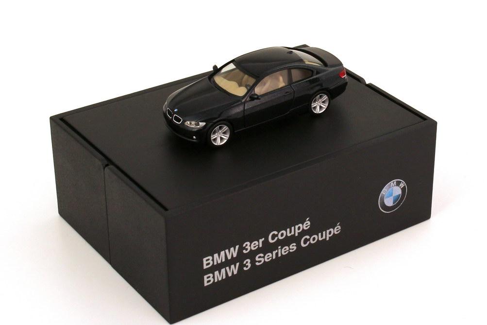 Foto 1:87 BMW 3er Coupé E92 saphirschwarz-met. - Werbemodell - herpa 80410407230