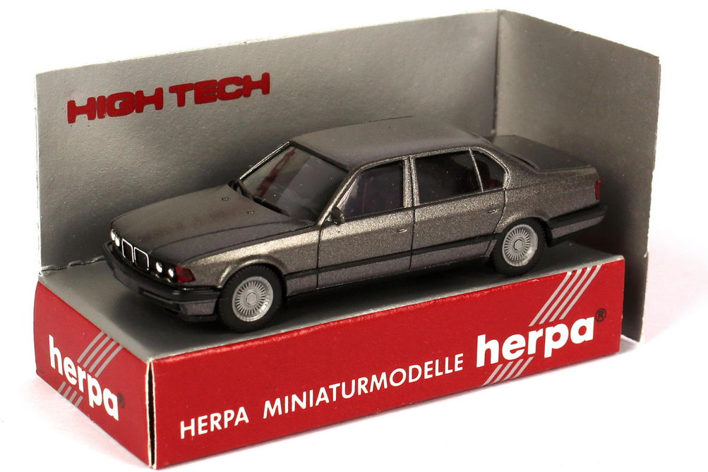 Foto 1:87 BMW 740iL (E32) grau-met. herpa 025430