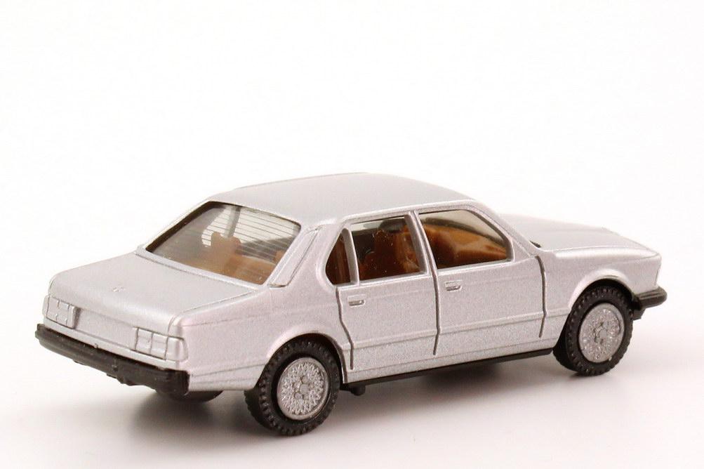 Foto 1:87 BMW 7er 745i (E23) silbermet., IA beige, Kreuzspeichen-Felgen herpa 3027