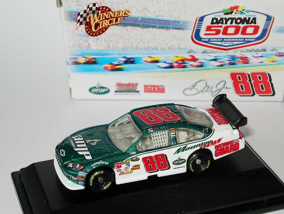 Foto 1:87 Chevrolet Impala SS NASCAR 2009 Hendrick Motorsports, AMP, National Guard Nr.88, Dale Earnhardt Jr. (Daytona 500) Winners Circle 06748