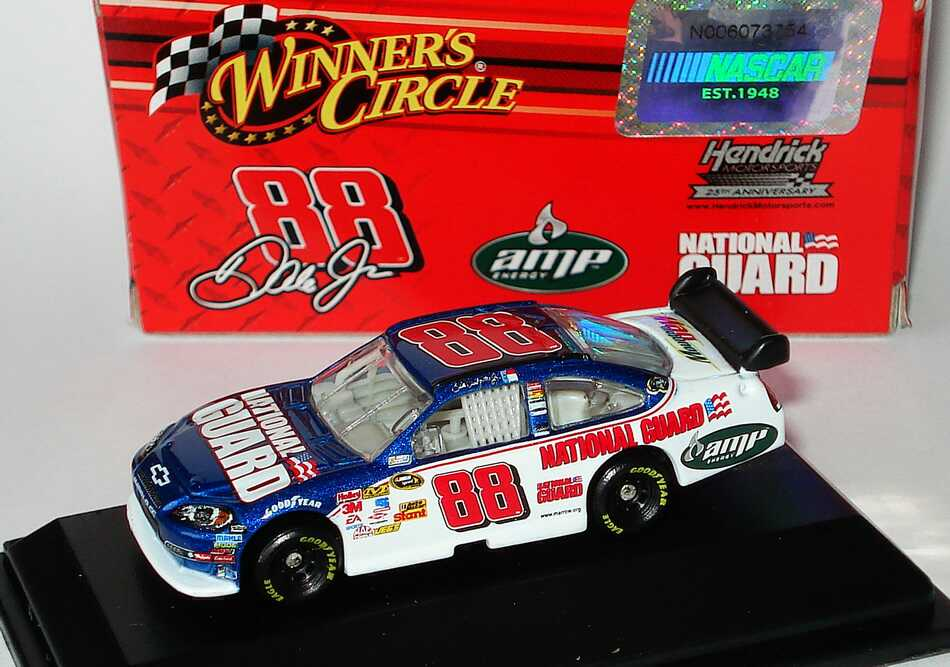 Foto 1:87 Chevrolet Impala SS NASCAR 2009 Hendrick Motorsports, National Guard, AMP Nr.88, Dale Earnhardt Jr. Winners Circle 06611
