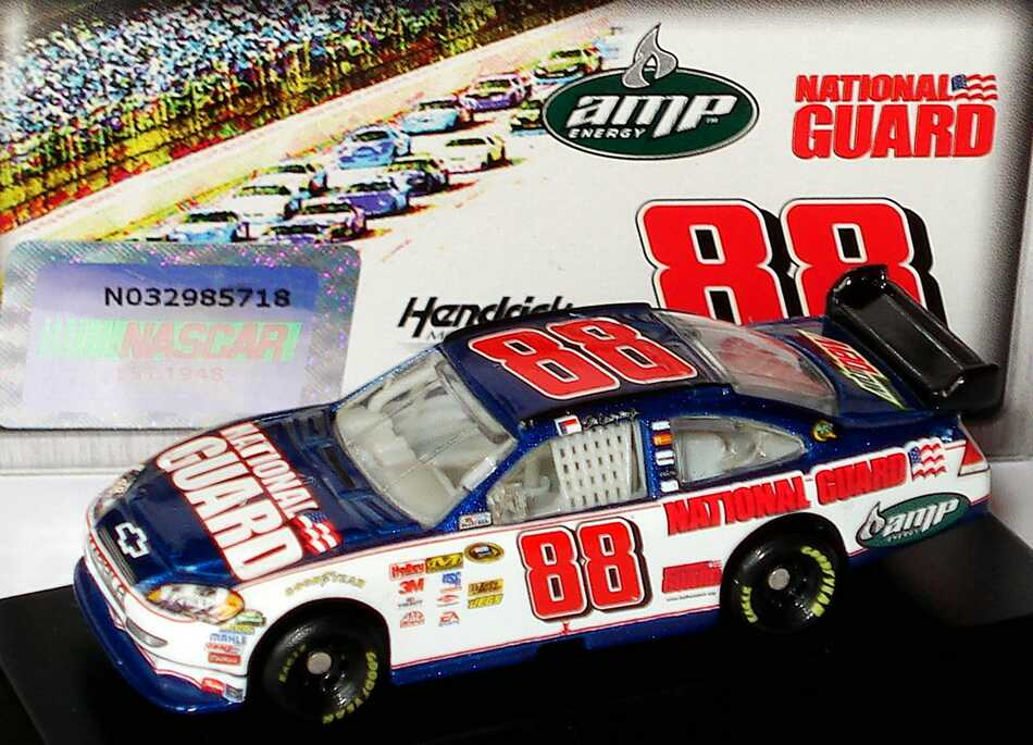 Foto 1:87 Chevrolet Impala SS NASCAR 2010 Hendrick Motorsports, National Guard, AMP Nr.88, Dale Earnhardt Jr. Winners Circle 09718