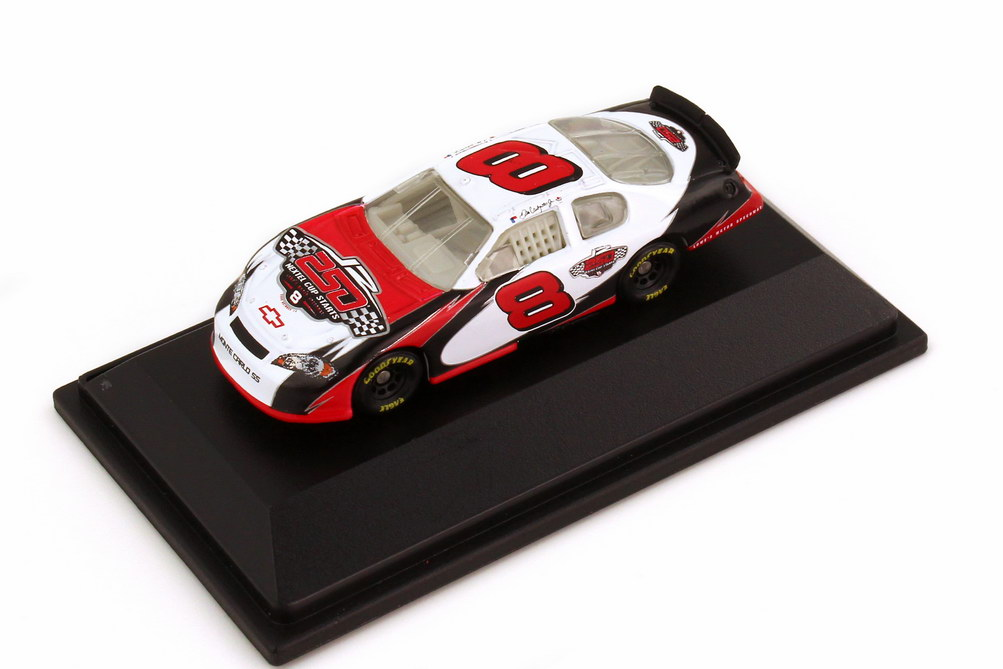 Foto 1:87 Chevrolet Monte Carlo SS NASCAR 2006 Dale Earnhardt Inc., 250 Nextel Cup Starts Nr.8, Dale Earnhardt Jr. Winners Circle 47837