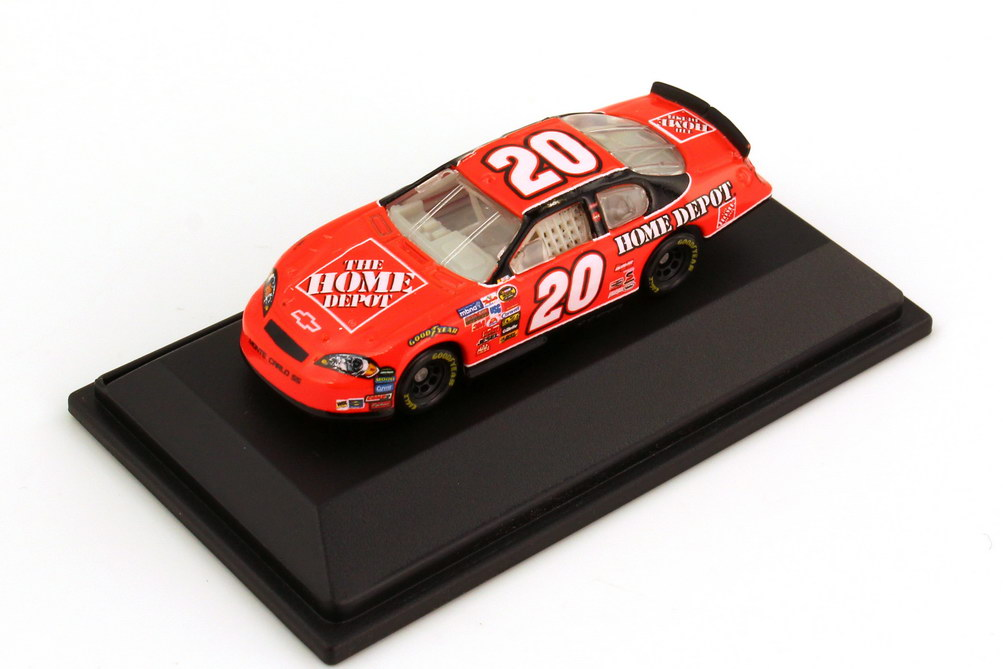 Foto 1:87 Chevrolet Monte Carlo SS NASCAR 2006 Joe Gibs Racing, Home Depot Nr.20, Tony Stewart Winners Circle 47838