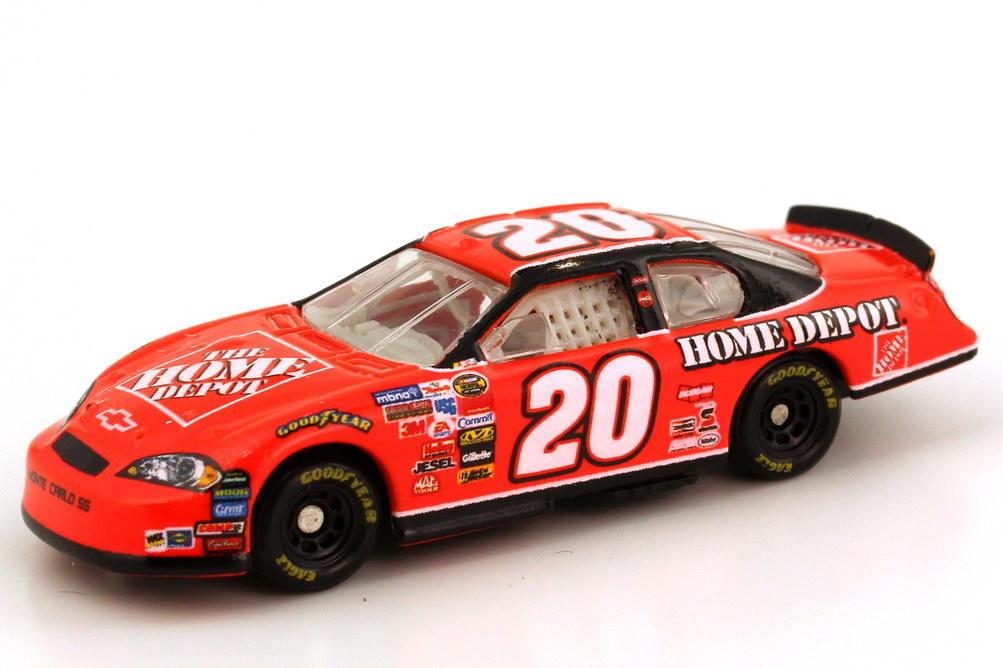 Foto 1:87 Chevrolet Monte Carlo SS NASCAR 2006 Joe Gibs Racing, Home Depot Nr.20, Tony Stewart Winners Circle 47838