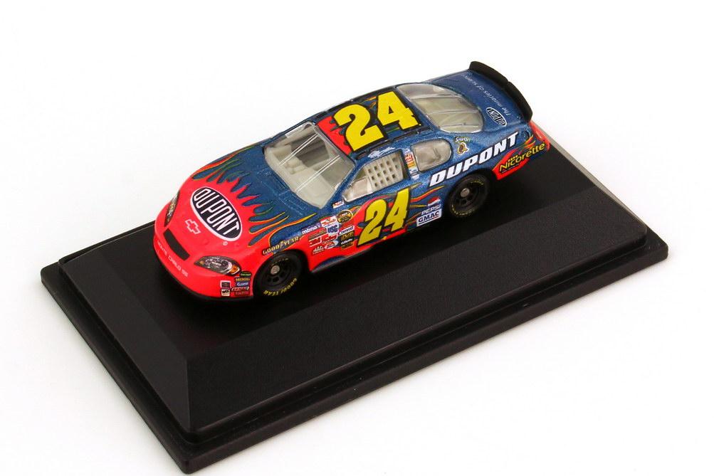 Foto 1:87 Chevrolet Monte Carlo SS NASCAR 2006 Hendrick Motorsports, DuPont Nr.24, Jeff Gordon Winners Circle 47683