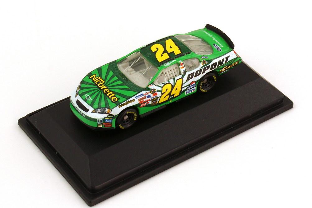 Foto 1:87 Chevrolet Monte Carlo SS NASCAR 2006 Hendrick Motorsports, DuPont Nicorette Nr.24, Jeff Gordon Winners Circle 47888