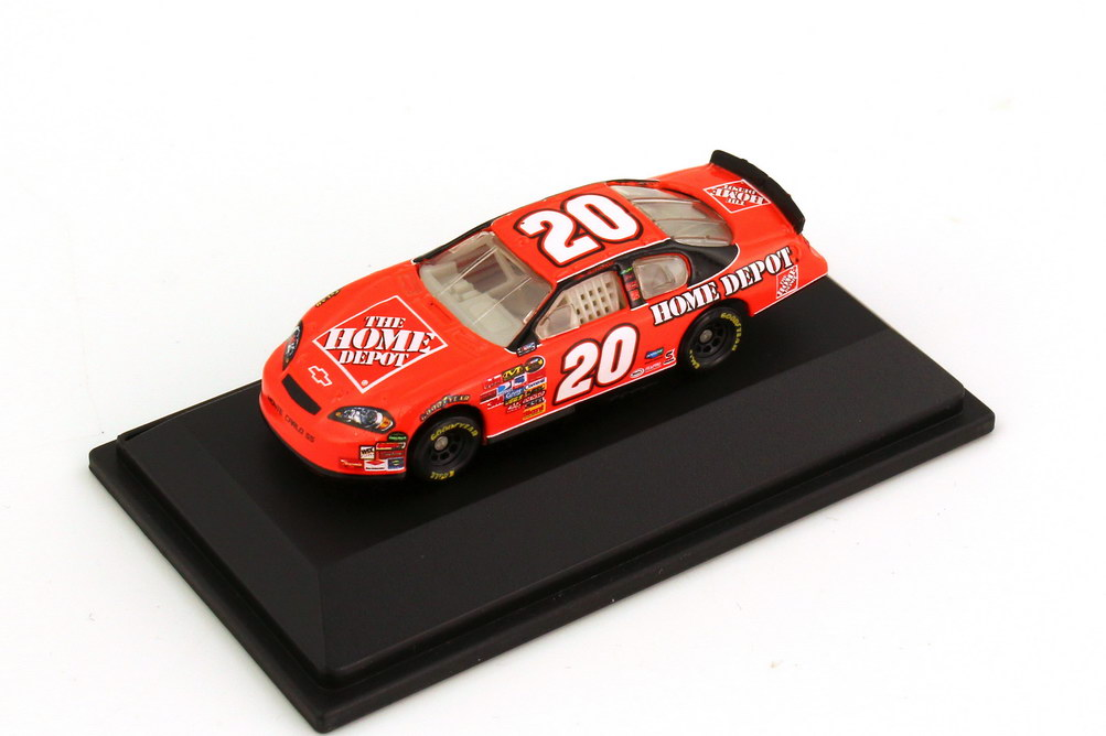 Foto 1:87 Chevrolet Monte Carlo SS NASCAR 2007 Joe Gibs Racing, Home Depot Nr.20, Tony Stewart Winners Circle 47862