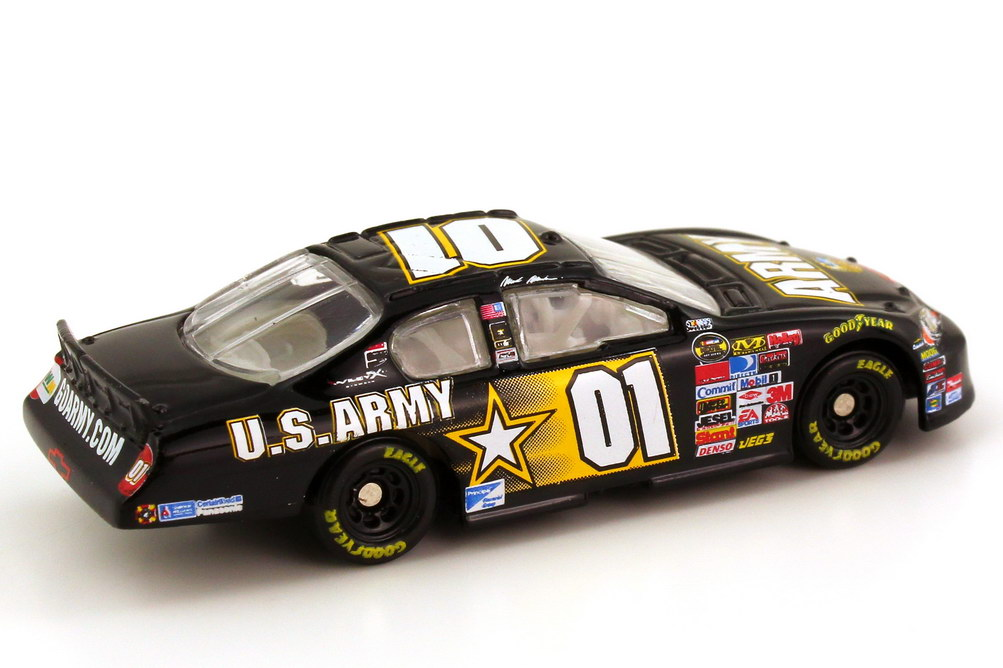 Foto 1:87 Chevrolet Monte Carlo SS NASCAR 2007 Ginn Racing, U.S. Army Nr.01, Mark Martin (Memorial Day Edition) Winners Circle 64761
