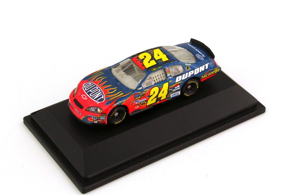 Foto 1:87 Chevrolet Monte Carlo SS NASCAR 2007 Hendrick Motorsports, DuPont Nr.24, Jeff Gordon Winners Circle 47852