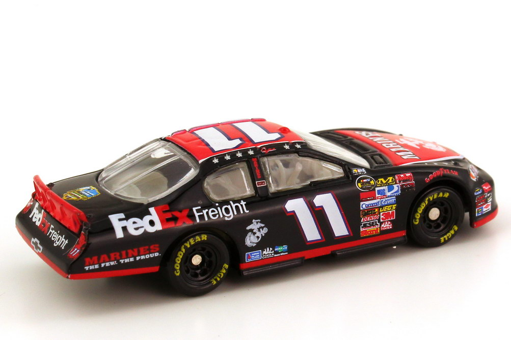 Foto 1:87 Chevrolet Monte Carlo SS NASCAR 2007 Joe Gibs Racing, Marines Nr.11, Denny Hamlin (Memorial Day Edition) Winners Circle 64773