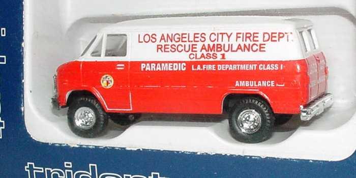 Foto 1:87 Chevrolet Van (1970) Kasten Los Angeles City Fire Dept. Rescue Ambulance, Paramedic Trident 90175