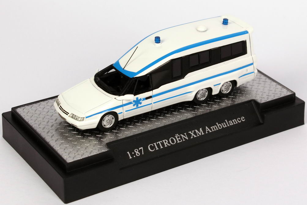 Foto 1:87 Citroen XM Ambulance weiß/blau Makette CollecCit 8005