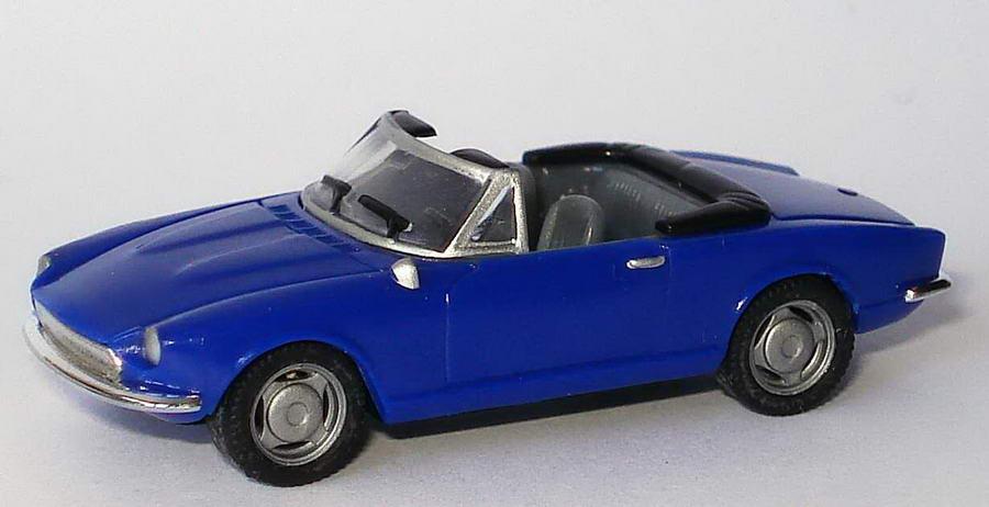Foto 1:87 Fiat 124 Spider dunkelblau herpa 022354/150743