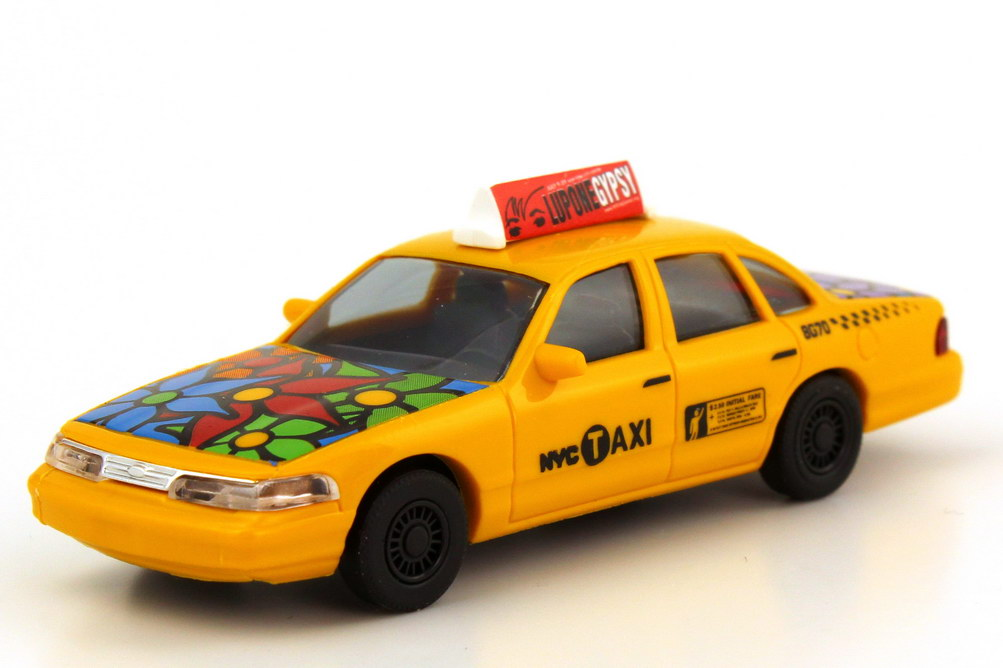 Foto 1:87 Ford Crown Victoria 1996 NYC Taxi Flower Power Busch 49030