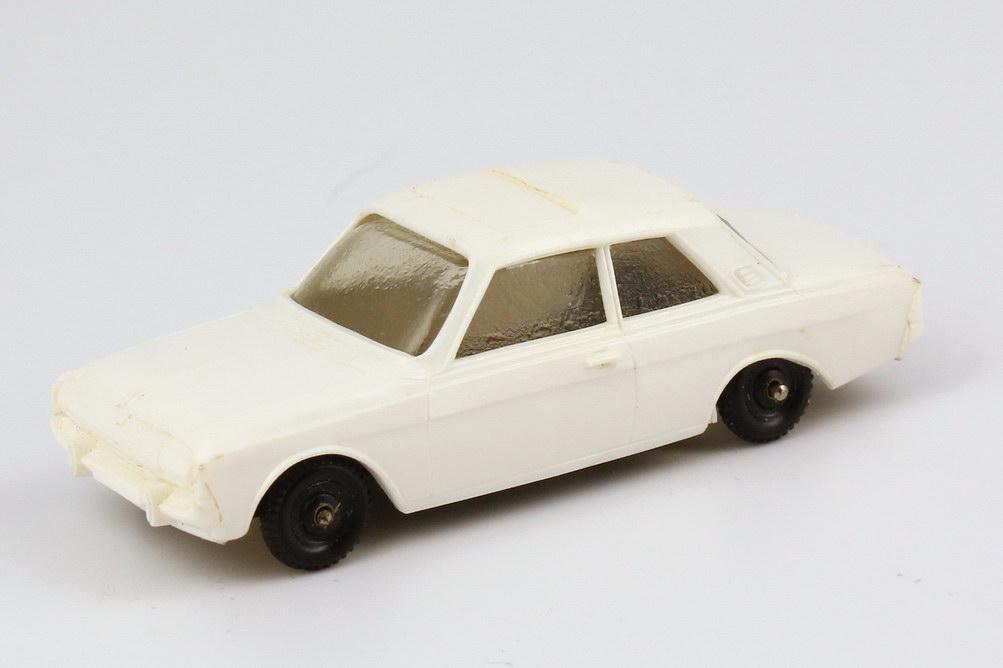 Foto 1:87 Ford Taunus 12M P5 Limousine weiß Ladegut - Märklin 860