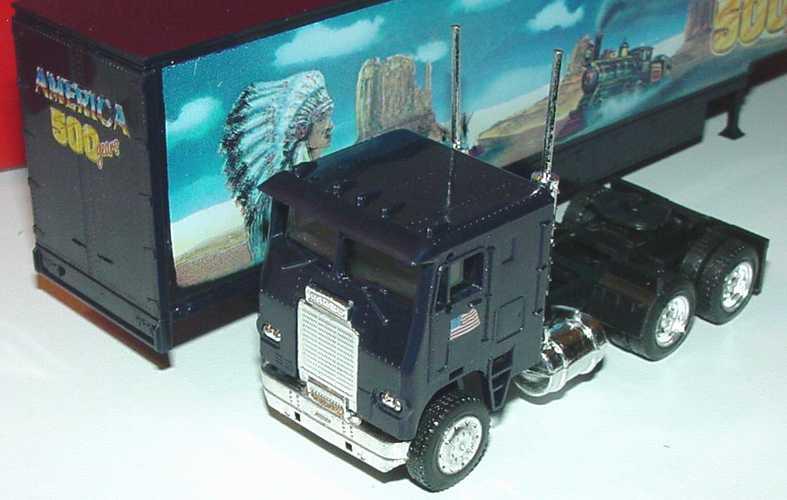 Foto 1:87 Freightliner COE MovingVanSzg 3/2 America 500 years, Wild West herpa 140836