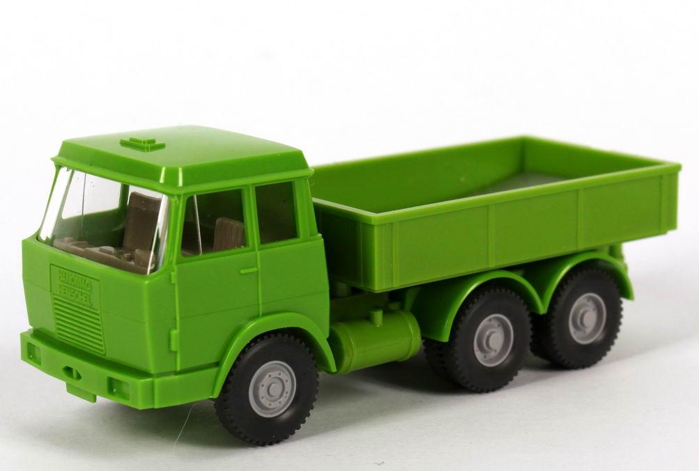 Foto 1:87 Hanomag Henschel 3a Zugmaschine grün Wiking 590