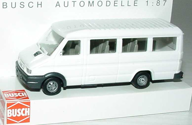 Foto 1:87 Iveco Daily Bus lang weiß Busch 47901