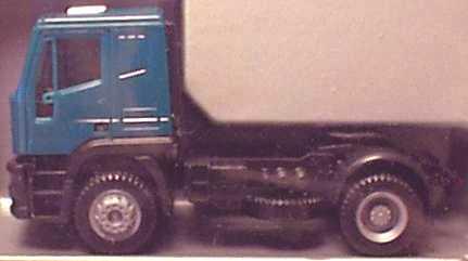 Foto 1:87 Iveco EuroTech 2a Szgm grün herpa 142236