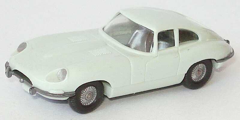 Foto 1:87 Jaguar E-Type grauweiß (1. Version ohne Lenkrad) Wiking 022