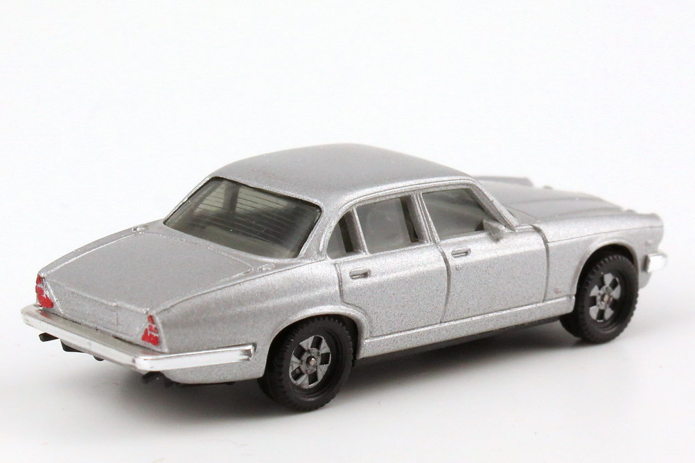 Foto 1:87 Jaguar XJ 12 silbermet., IA grau, Breitreifen einteilig herpa 3020