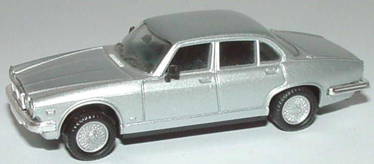 Foto 1:87 Jaguar XJ 12 silber-met. herpa 030205