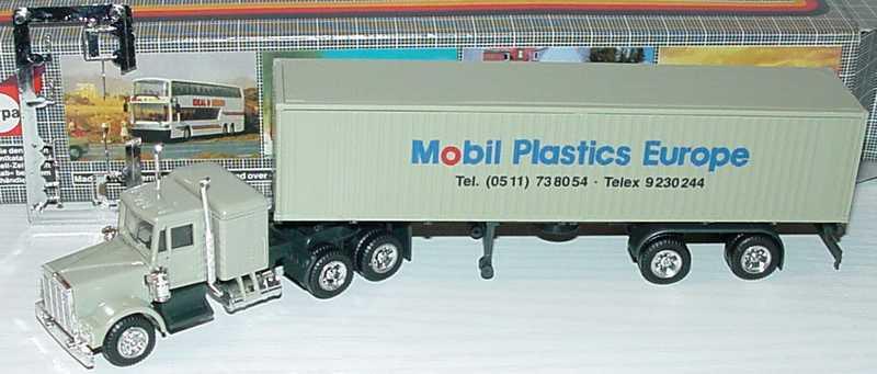 Foto 1:87 Kenworth CON Sleeper 40CoSzg 3/2 Mobil Plastics Europe herpa