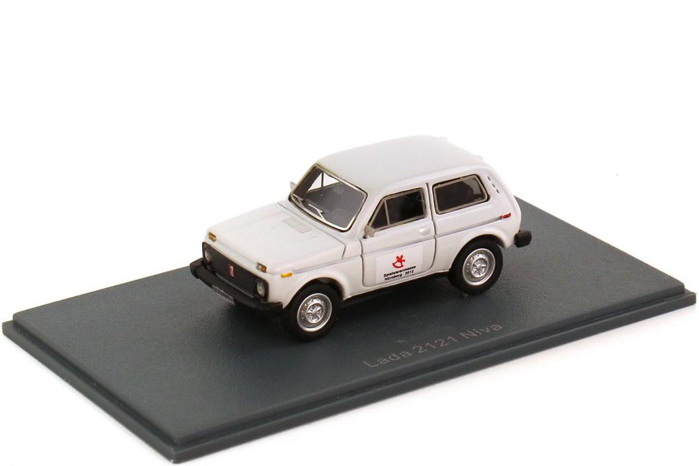Foto 1:87 Lada Niva 2121 weiß Spielwarenmesse Nürnberg 2012 NEO Scale Models 87265