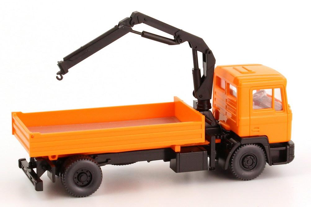 Foto 1:87 MAN F90 (K) 2a Kipper mit Ladekran kommunal-orange (in Pappverpackung) Wiking 67501