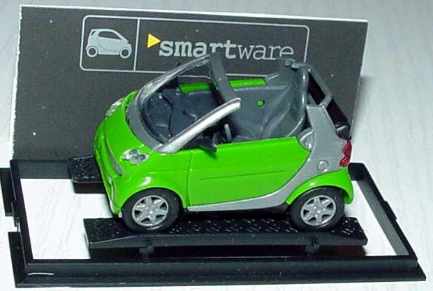 Foto 1:87 MCC Smart Cabrio maigrün/silber Werbemodell Busch 0013097V001000000