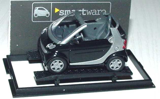 Foto 1:87 MCC Smart Cabrio schwarz/silber Werbemodell Busch 0013097V001000000