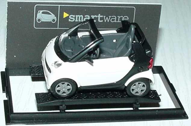 Foto 1:87 MCC Smart Cabrio weiß/schwarz Werbemodell Busch 0013097V001000000